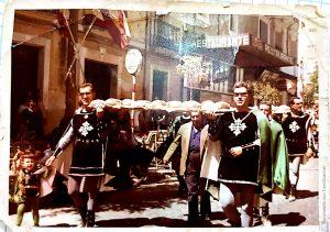 Ofrenda de los años 60. Los Cristianos de Villena con sus típicas toñas